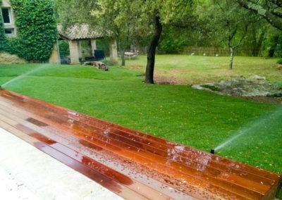 Une pelouse et des massifs en pleine santé grâce à l'arrosage automatique